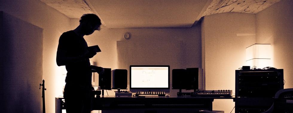 studio2_Slide
